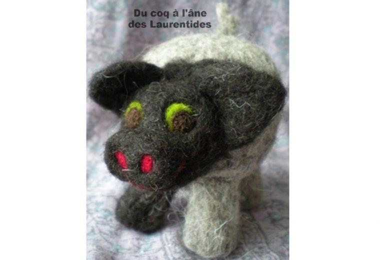 cochon mignon fait en laine de mouton Shetland