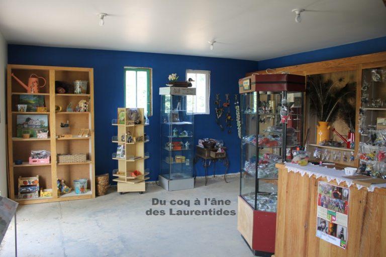 intérieur de la boutique - produit d'artisan québecois et de la ferme