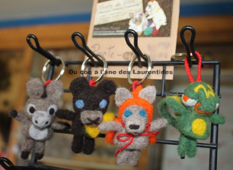 porte-clés feutré (âne, ourson, loup chaperon orange, caméléon)